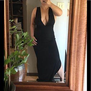 🚨5/$25 NWOT Black Deep V Maxi Dress with slit